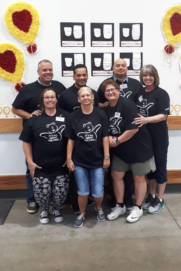 Équipe de Costco portant des t-shirts de la Fondation des hôpitaux pour enfants du Manitoba