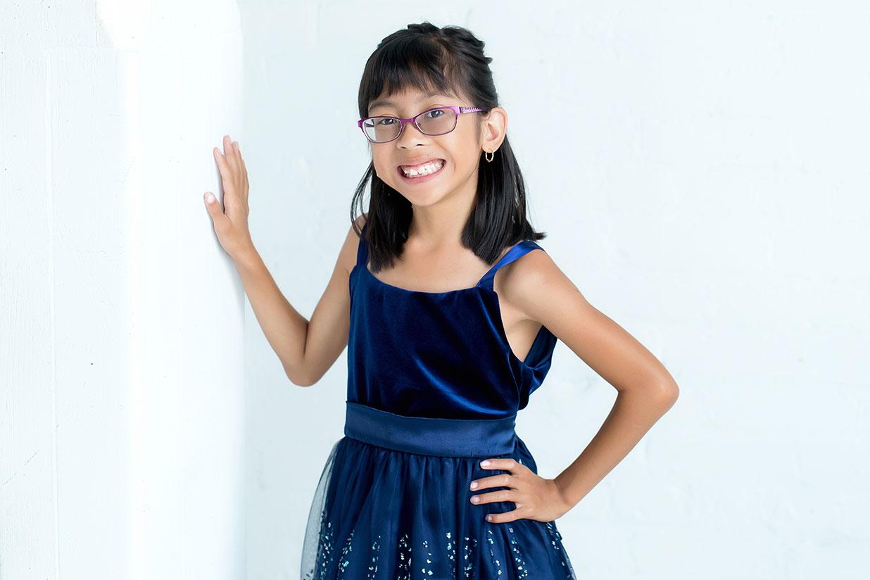 La championne Gianna en robe bleue