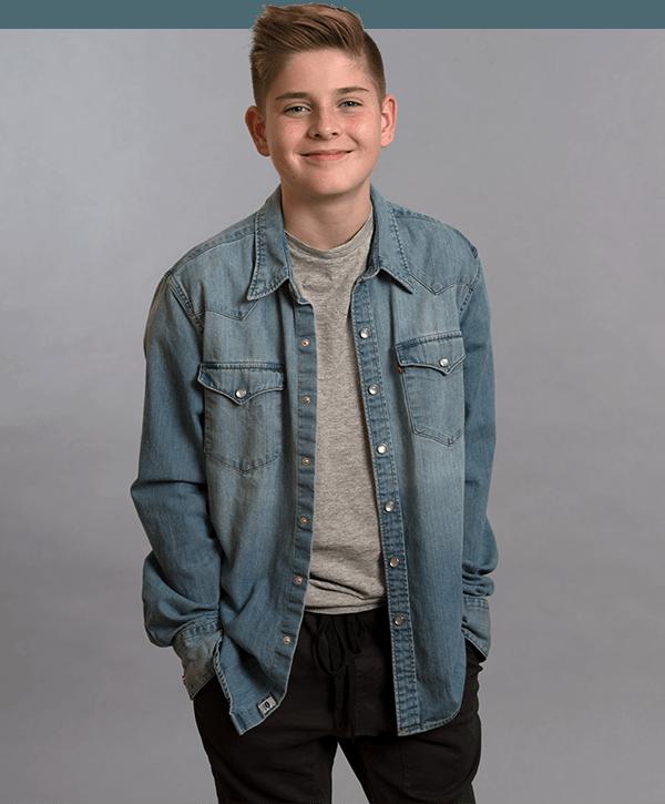 Hudson en chemise de jean