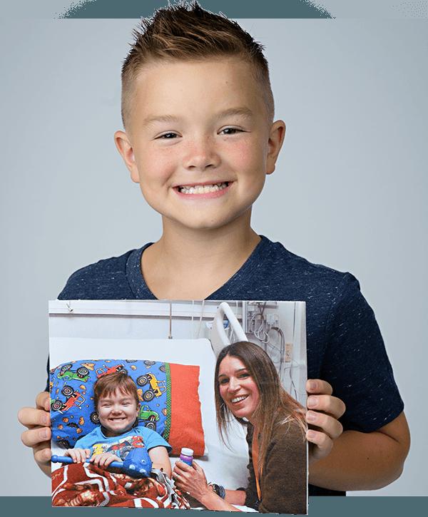 Joey et une photo de lui avec sa mère