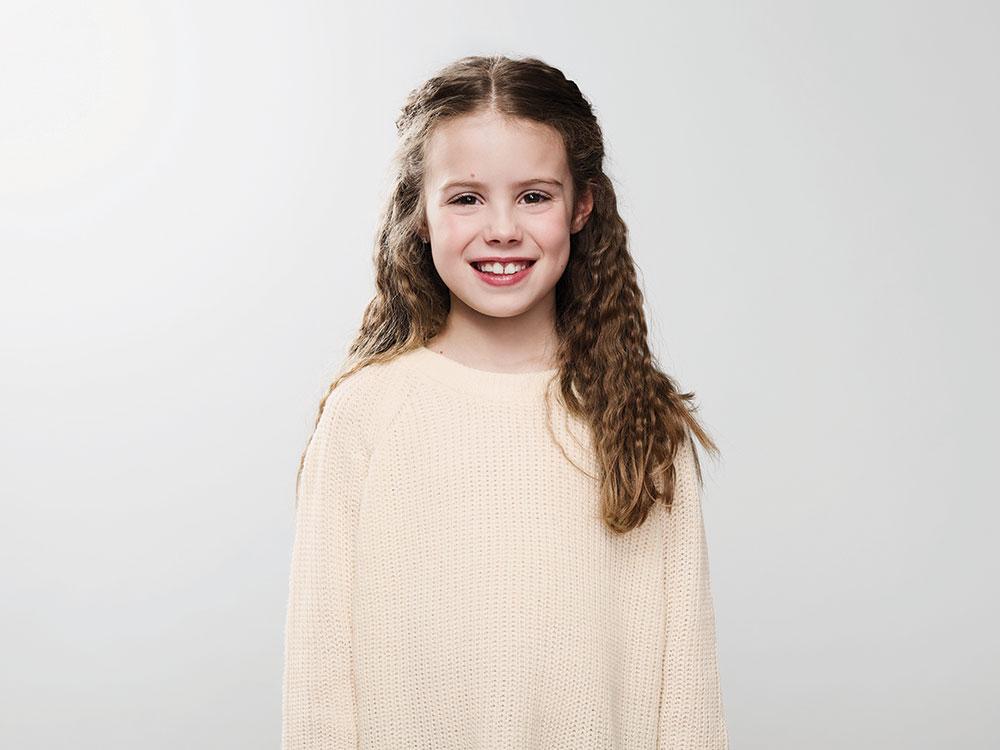 Portrait de jeune fille souriante